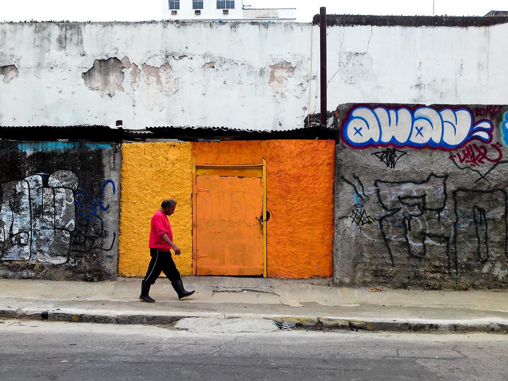 Away, by Guillermo Aldaya / PhotoConversa