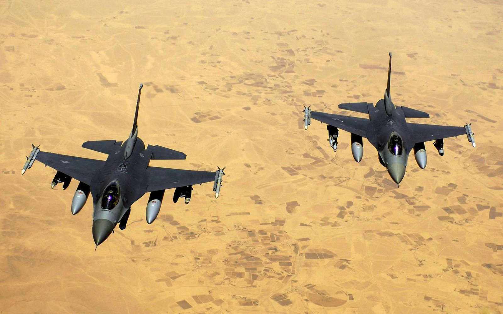 http://2.bp.blogspot.com/-uCnTuo-Bb5k/TsPme4h3_LI/AAAAAAAABAE/UIvg8uHutPk/s1600/HD-Military-Airplanes-photo-desktop-Wallpapers-6.jpg