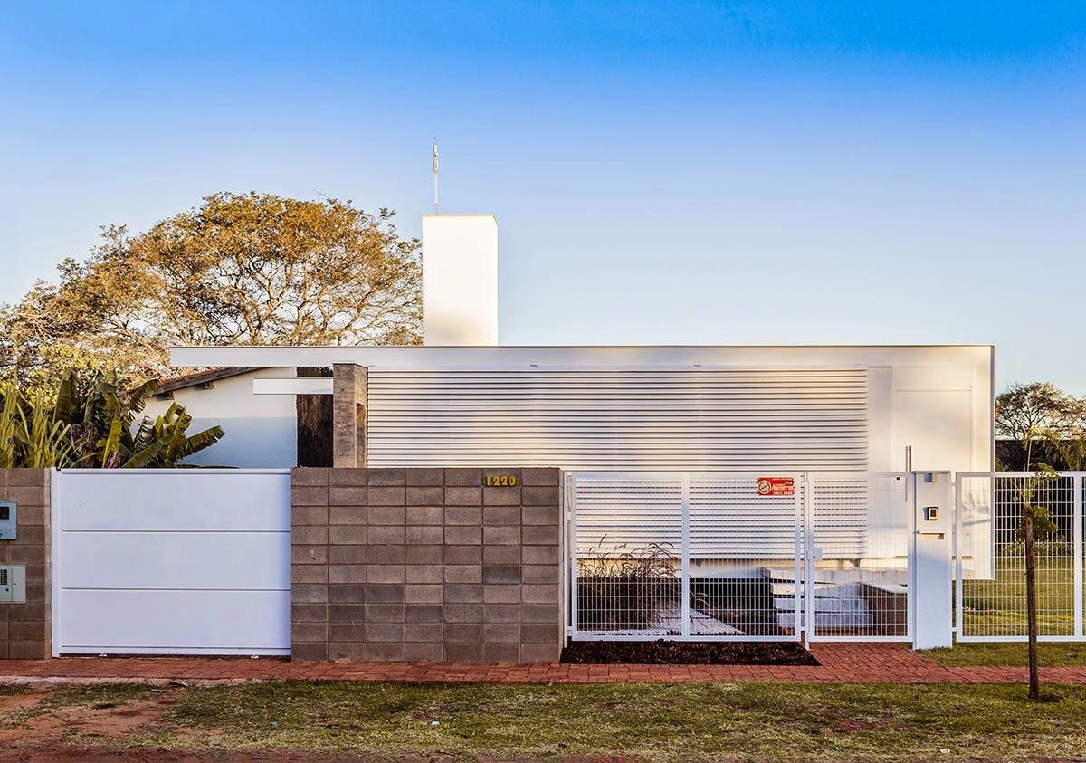 Arquiteta evelyn luci casa enxuta for Casa moderna ud