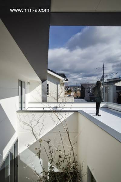 Arquitectura de casas casa japonesa peque a ultramoderna for Casa ultramoderna