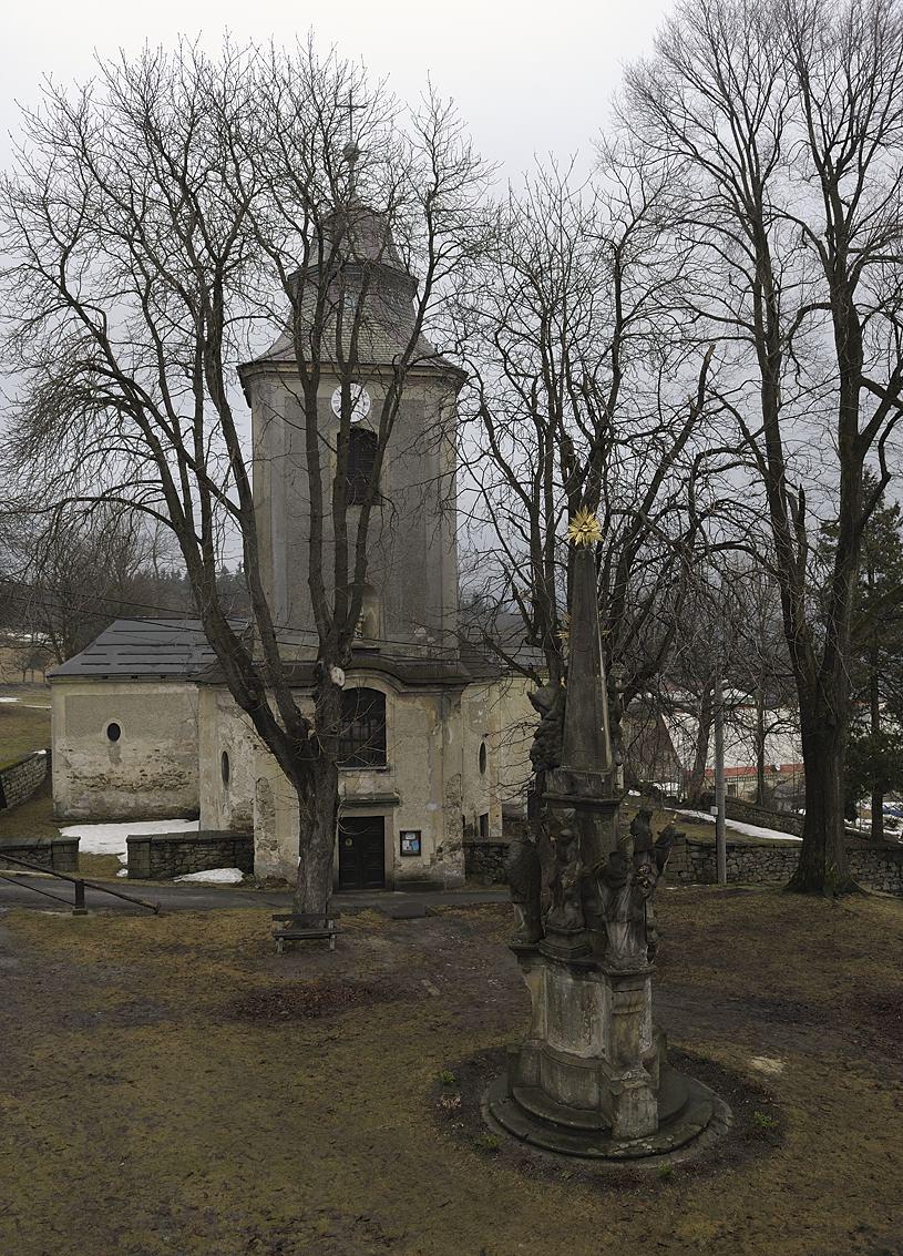Morový sloup a kostel sv. Jakuba na Krásné, autor: Pavel Hála, 2010