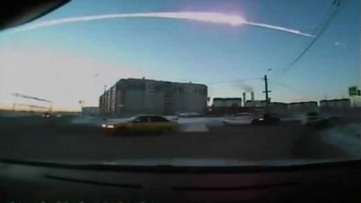 Meteor kelihatan di bumi Chelyabinsk, Russia