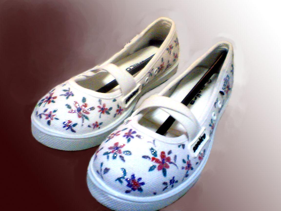 sepatu lukis cewek,sepatu lukis bunga ornamen,sepatu lukis