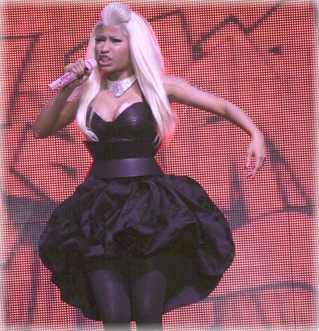 Nicki Minaj con pezones falsos