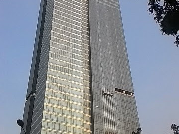 Kisah di Balik Gedung Mewah Jakarta