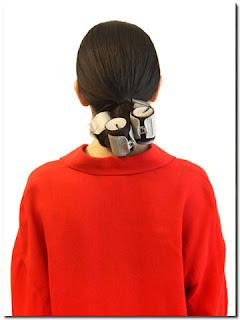 Biarkan hot roller di rambut anda selama 5 menit hingga dingin saat