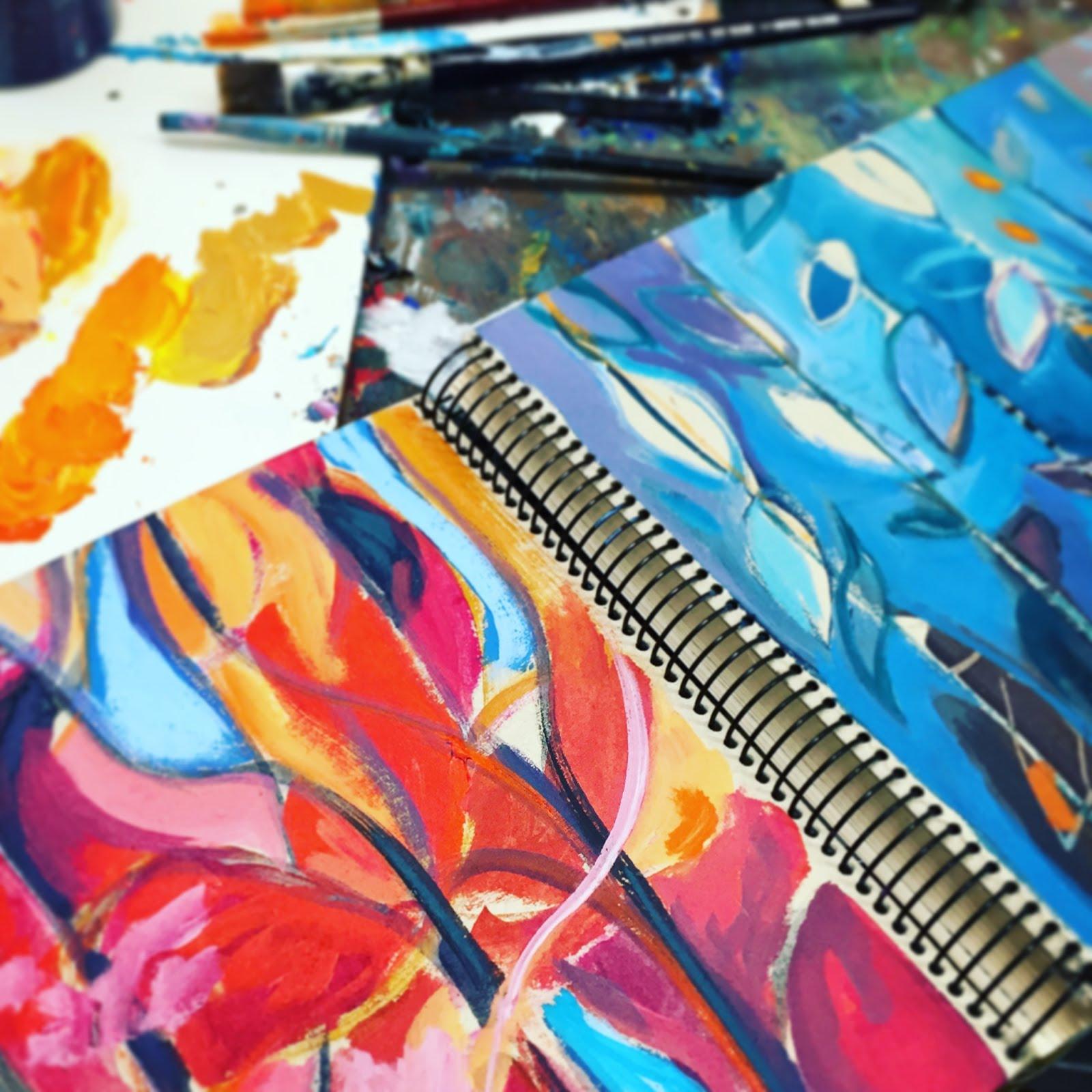 Un cuaderno dibujado de hojas