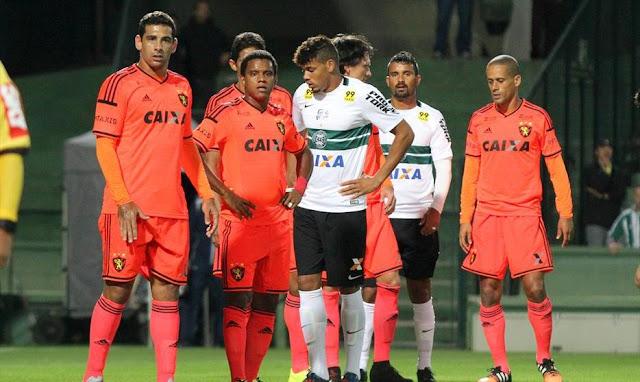 O empate manteve o Coritiba na zona do rebaixamento e ampliou a sequência negativa do Sport no Brasileiro (Foto: Coritiba/Divulgação)