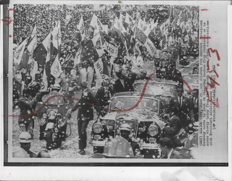 AGENTS SURROUND JFK'S CAR MEXICO 1962