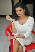Ishitha Vyas sizzling pics-thumbnail-1