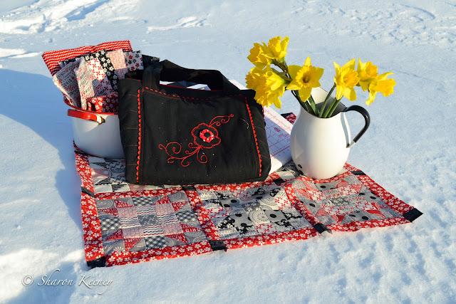 bag, daffodils, quilt, Mama Said Sew