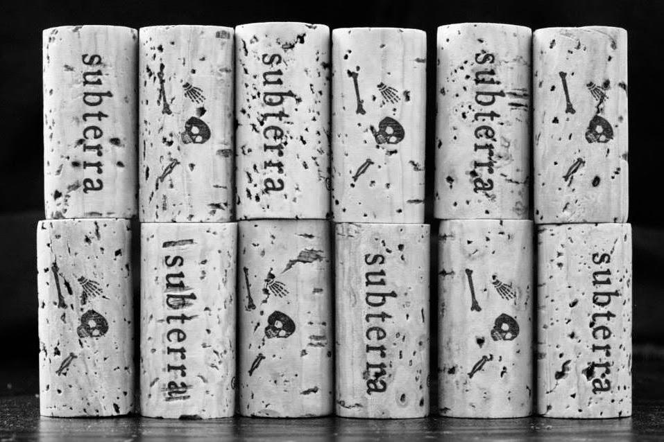 packagingdesign marketing labelling etichette vino rosso grafica etichette tappo
