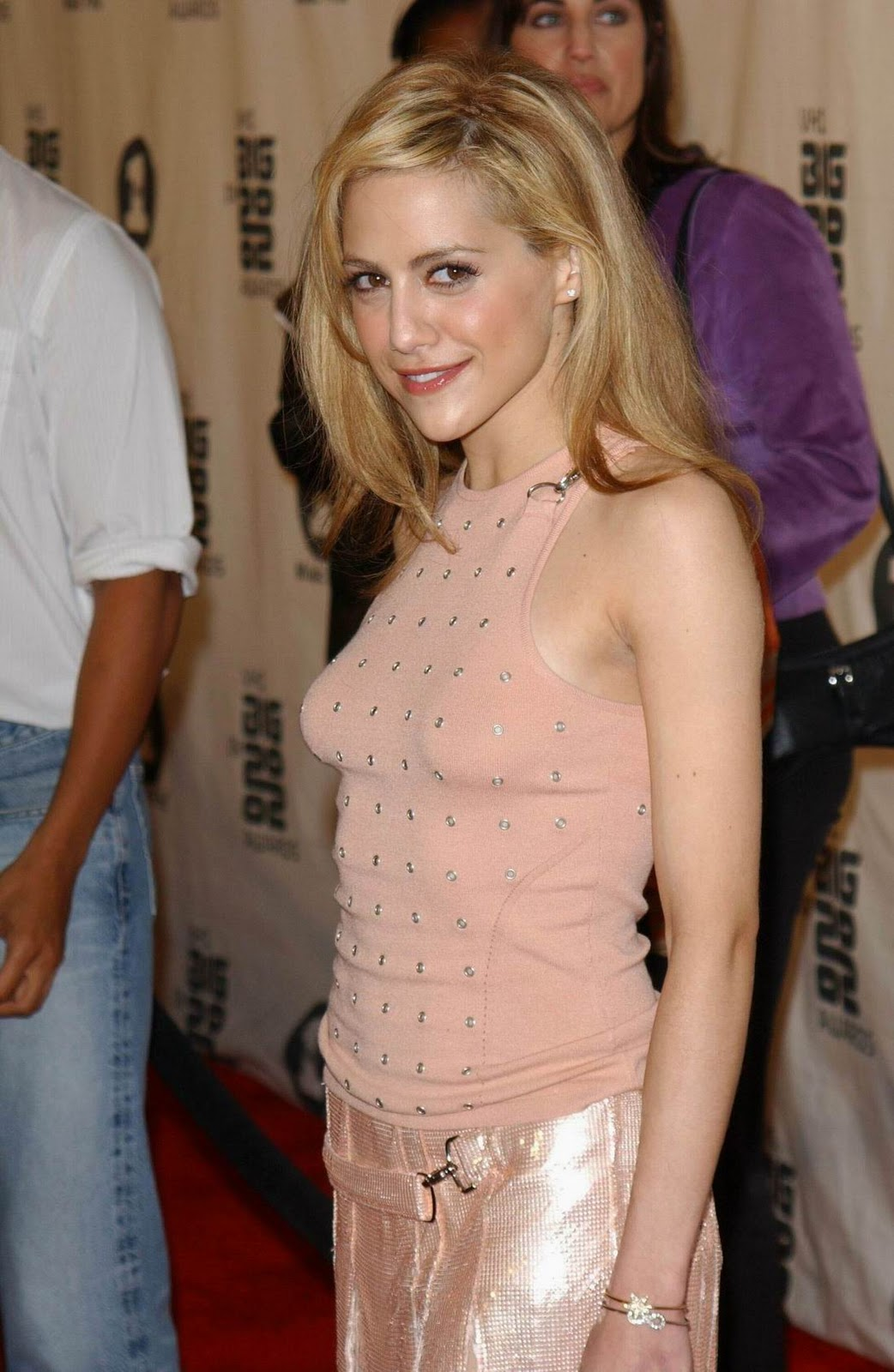 Style pretty brittany murphy in pink dress