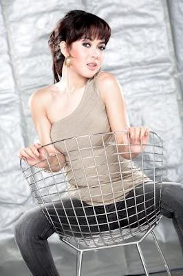http://2.bp.blogspot.com/-uEEM0Bodt8Y/TdnmXQiGXYI/AAAAAAAABCU/K-V8dZm9KU8/s1600/syahrini+sexy.jpg