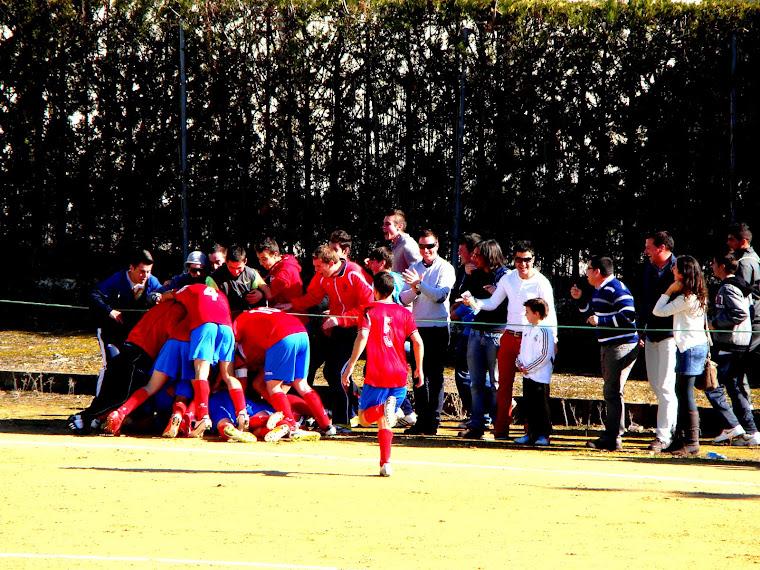 Celebración del tercer gol ante el Real Higuera