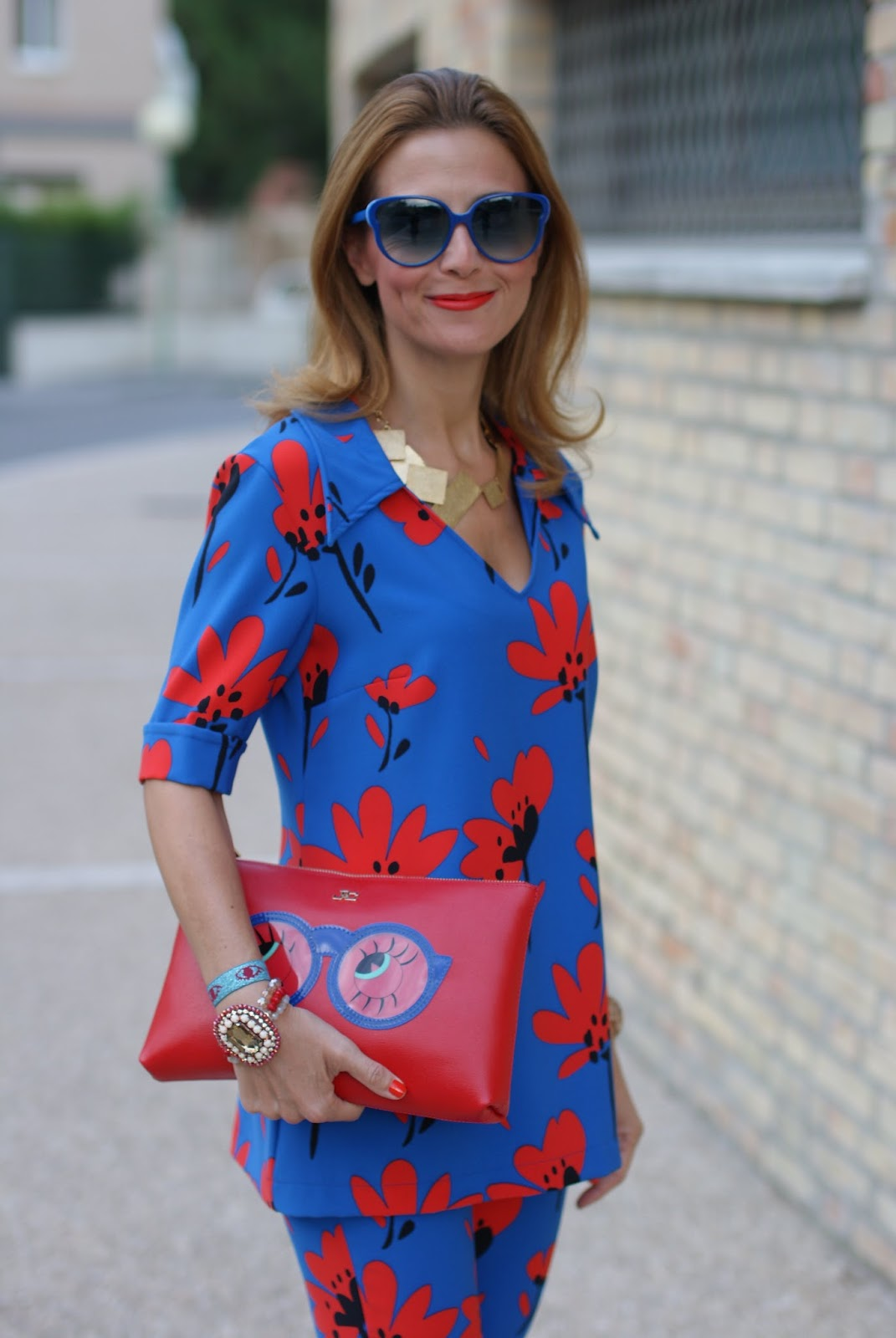 Seventies inspired style with a flare suit with a floral print on Fashion and Cookies fashion blog, fashion blogger style