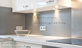 Weisse Küche mit weisser Arbeitsplatte Quarzstein - Küche renovieren statt neu kaufen