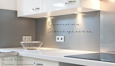 Kleine Küchen ganz groß - helle reflektierende Flächen vergrößern optisch eine kleine Küche