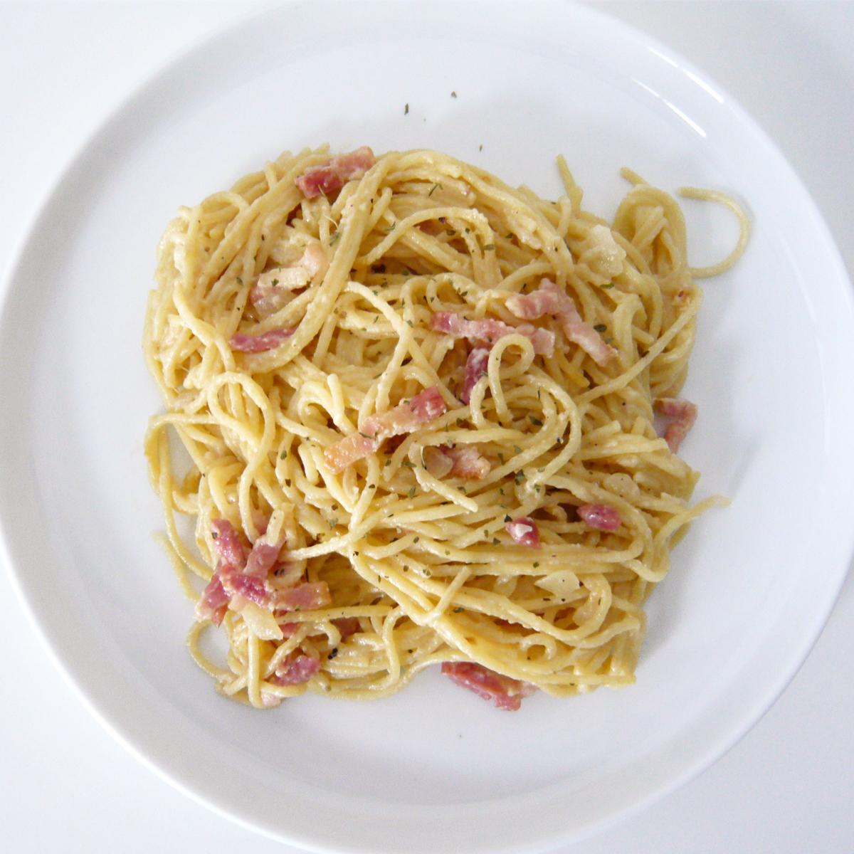 C mocomo spaghetti ligeros estilo carbonara for Plato de espaguetis
