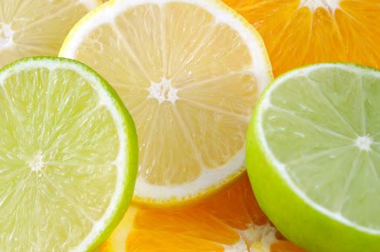 Frutas cítricas cortadas