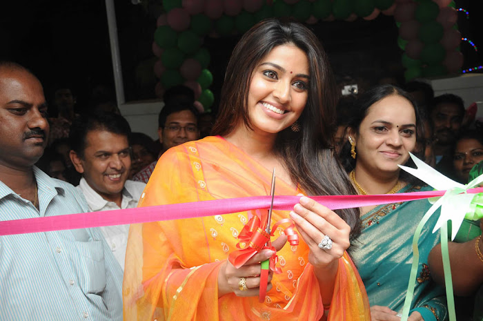 sneha sizzling new @ green trends launch cute stills