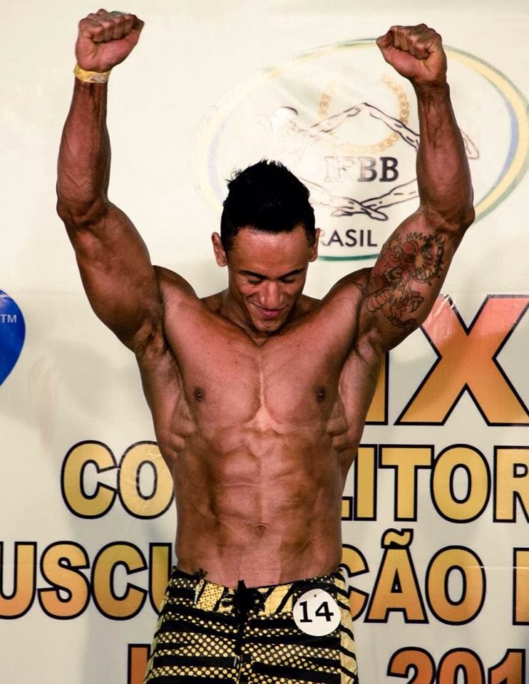 Diego comemora ao saber que é campeão da categoria Men's Physique. Foto: Reprodução