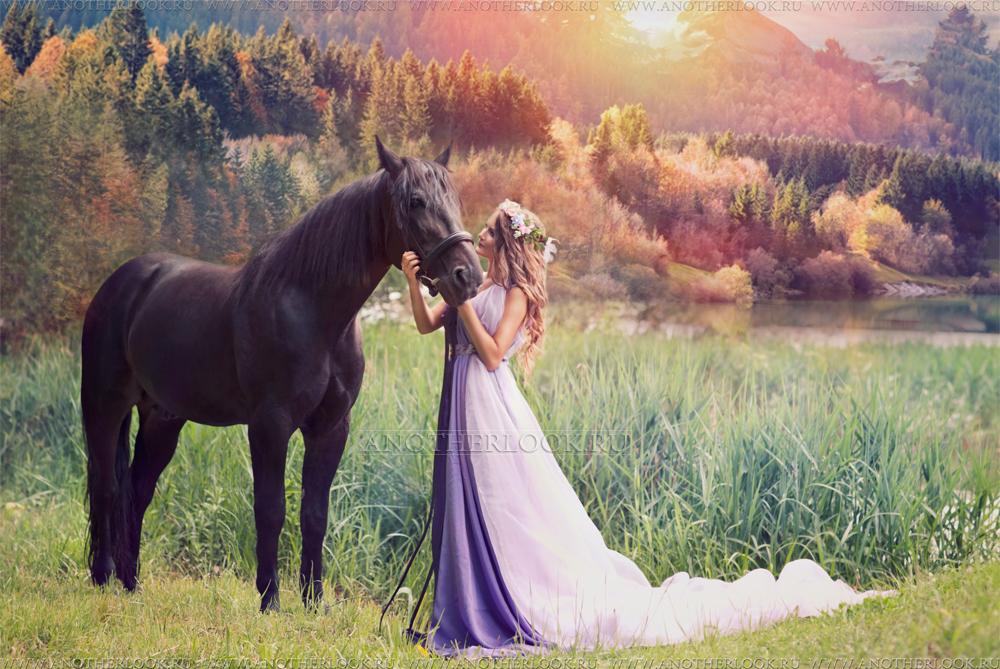 Девушка в платье с лошадью