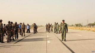 Fakta, Kumpulan Poto Pesawat jet tempur Mendarat di Jalan tol