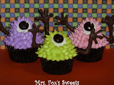 halloween food gifts: green, pink, purple googly-eyed monster cupcakes, video tutorial