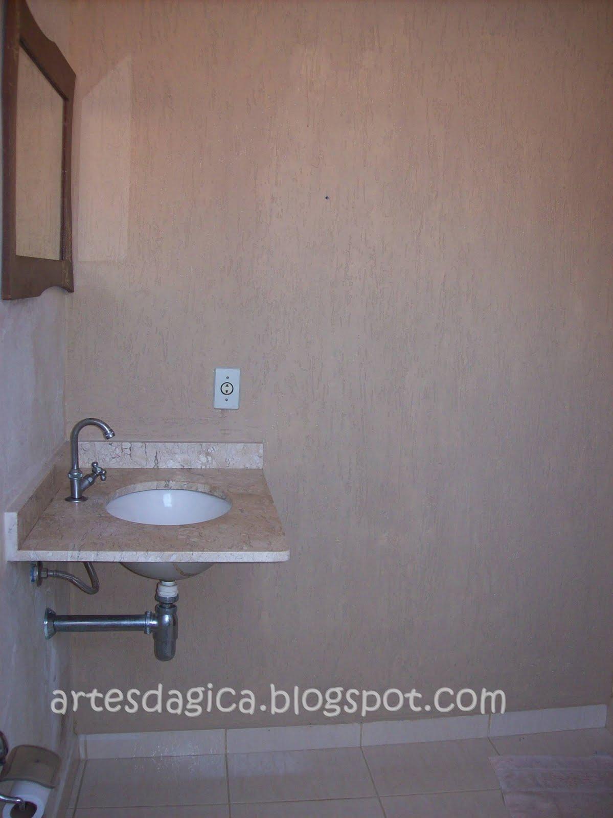 Essa parede aqui já tem um grafiato por isso está mais bonitinha  #485C83 1199x1600 Banheiro Com Parede De Grafiato
