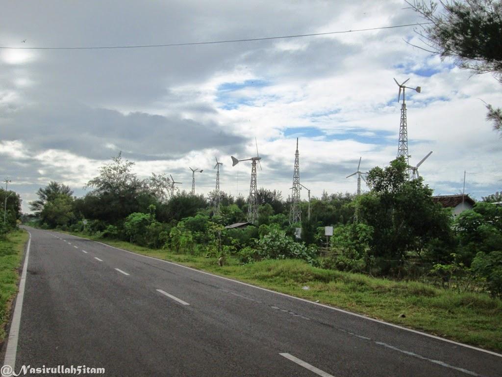 Sepanjang jalan banyak kincir angin