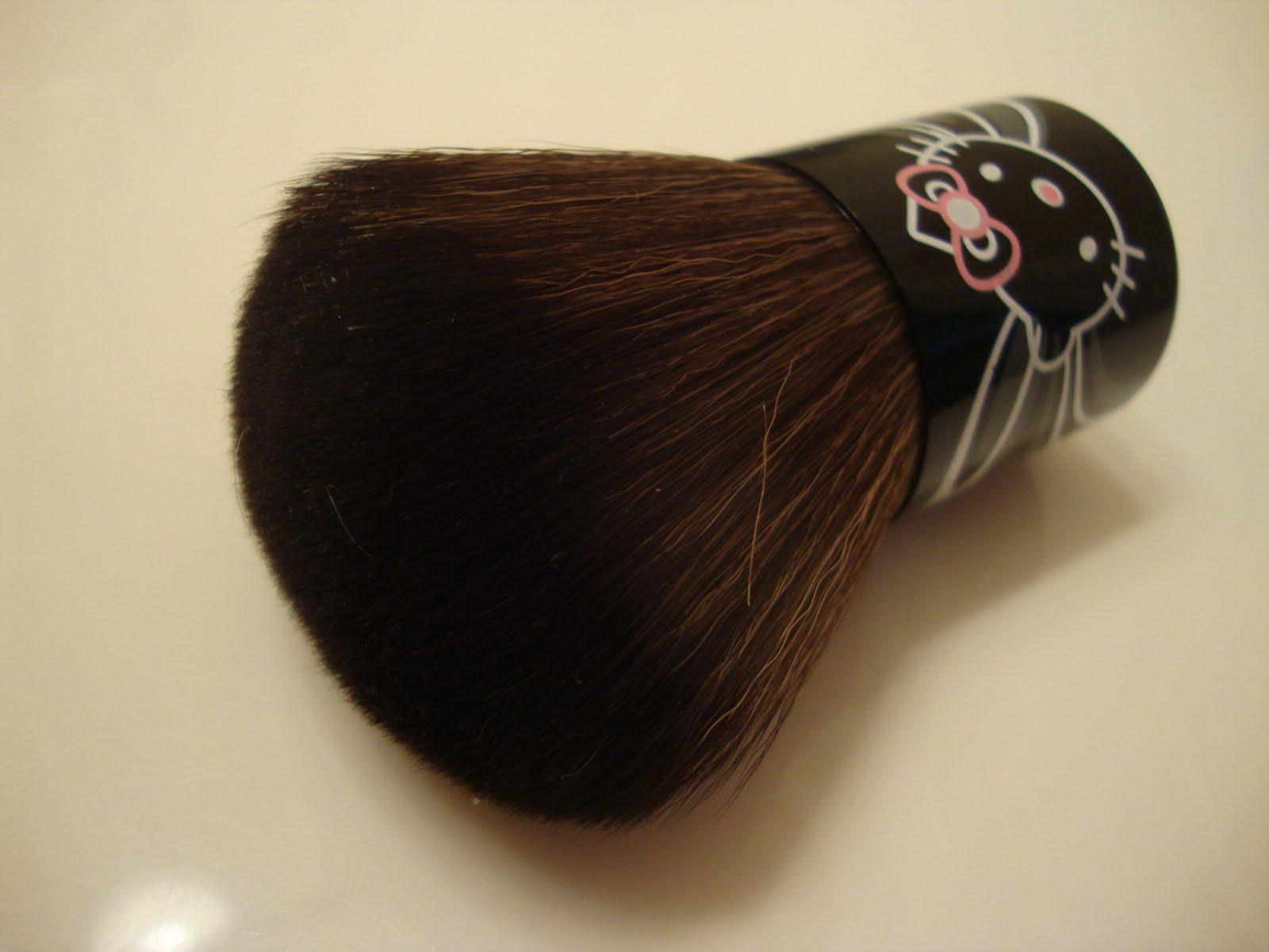 Beauty Exacta Hello Kitty Mac Kabuki Brush Review Kuas I Also Really Liked The Cute Touch Of