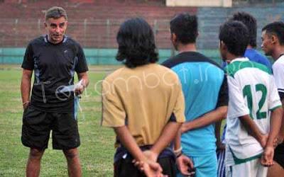 Miroslav Janu Pelatih Persebaya DU Divisi Utama 2013