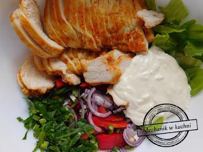 Sałatka a'la kebab karnawał sylwester przepis przepisy jesienne na zimno bezmięsna mięsna menu imprezowe tanie gotowanie sos czosnkowy przepis
