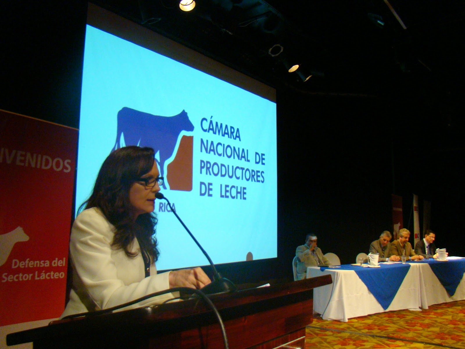 Gobierno propone al sector lechero trabajo en conjunto para mejorar desarrollo