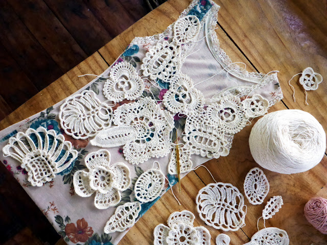 How to design and arrange Irish crochet lace motifs on a top