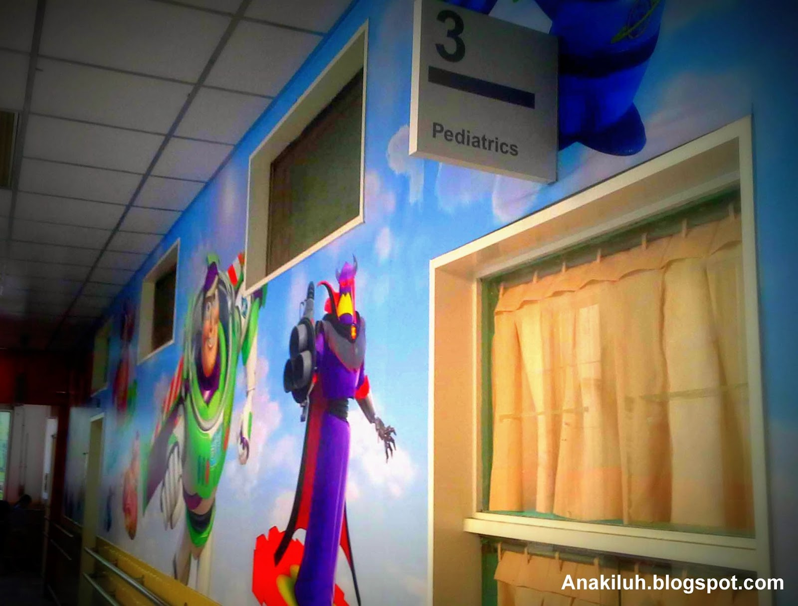 Pediatrics wall wallpaper disney Toys story