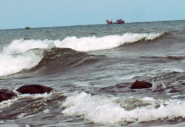 Gelombang Laut Jawa Kembali Bergolak Capai Tinggi 3 Meter