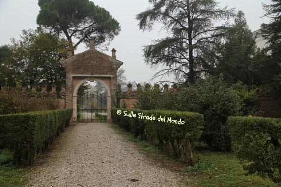 Viale di villa Garzoni