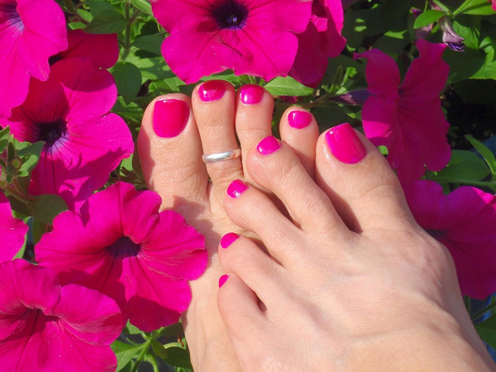 toe nail color