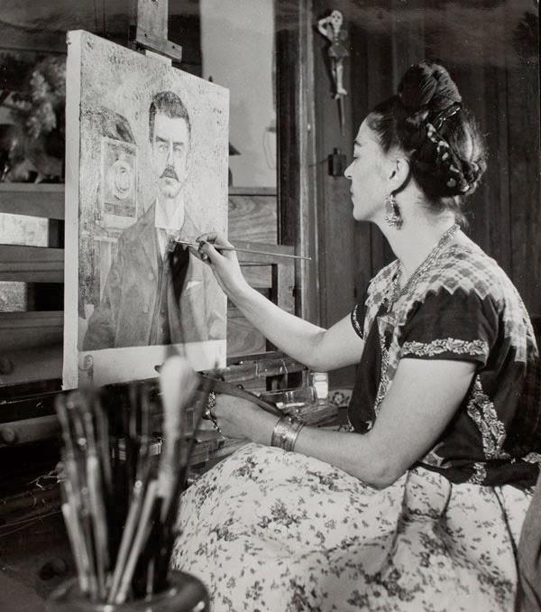 Frida Kahlo pintando el retrato de su padre (1941)