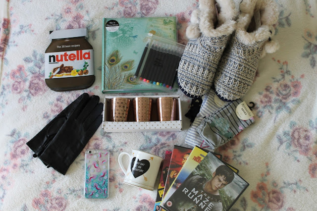 What I Got For Christmas 2015: Bits and Bobs Edition Nutella Recipe Book Photo Album Paperchase Pens Accessorize Slippers Socks DVDs Sass & Belle Mug Skinny Dip Phone Case Marks & Spencer Gloves New Look Candle Holders