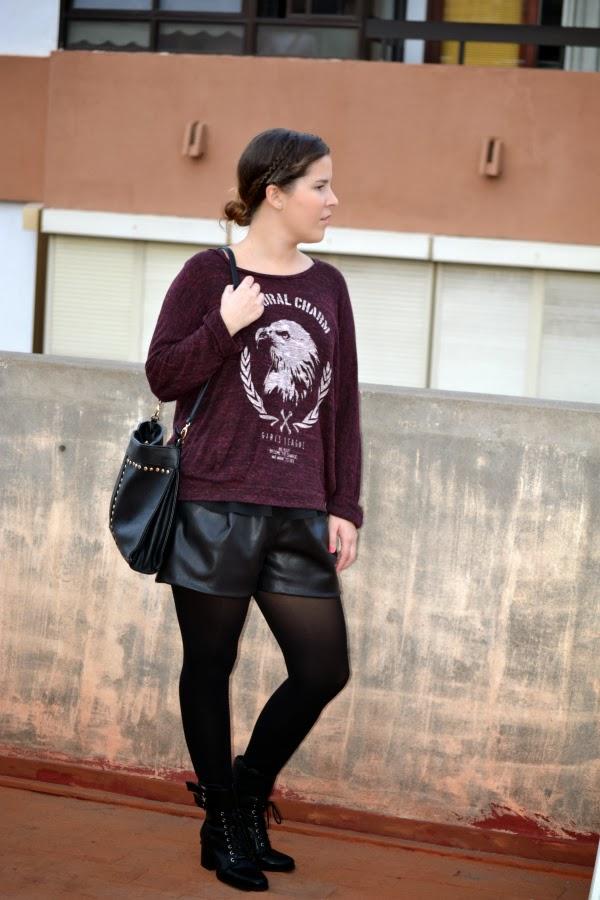look_outfit_burdeos_negro_short_polipiel_zara_botines_stradivarius_jersey_aguila_nudelolablog_01
