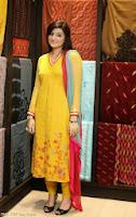 Zainab Jamil Khabarnak Host