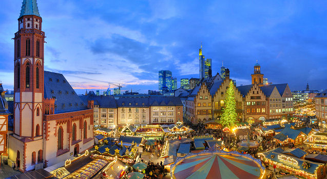 The Römerberg, Paulsplatz und Mainkai squares in Frankfurt light up with the holiday spirit.  Photo: Courtesy of German Christmas Market.Org.UK. Unauthorized use is prohibited.