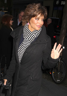 Lisa Rinna Short Tousled Layered Hairstyle