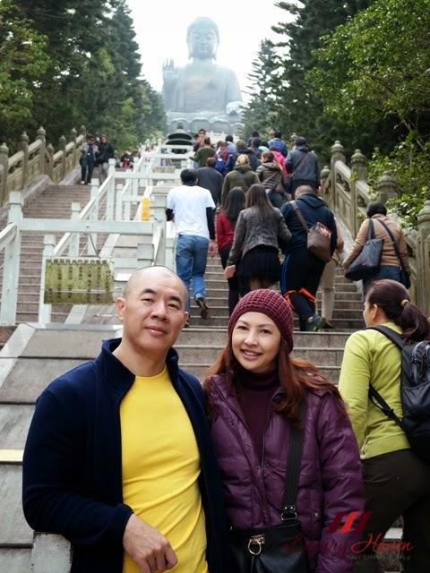 climbing steps of ngong ping tian tan buddha