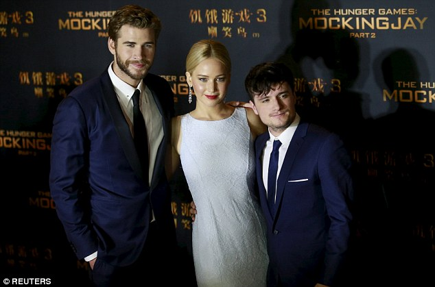 The blonde bombshell stepped out on the red carpet with her dapper co-stars Liam Helmsworth & Josh Hutcherson