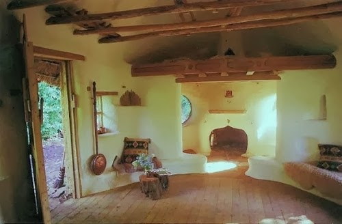 04-Dining-and-Kitchen-Area-Michael-Buck-Hobbit-House-for-£150-www-designstack-co