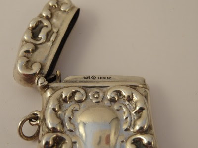 MODERN ANTIQUE STYLE STERLING SILVER VESTA CASE-29.8G